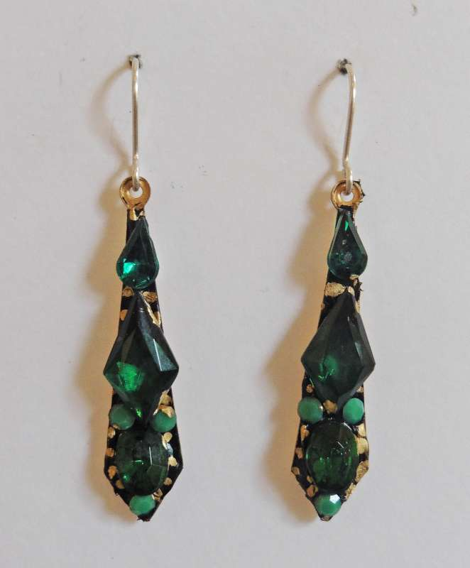 Green medium drop earrings
