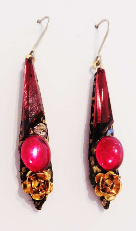 Red and pink medium drop earrings