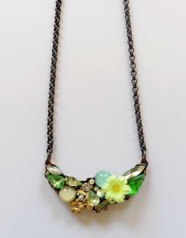 Small bower necklace