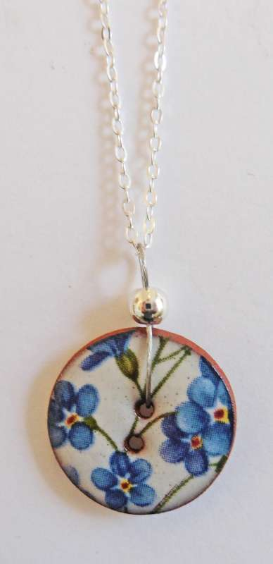 Blue floral disc necklace