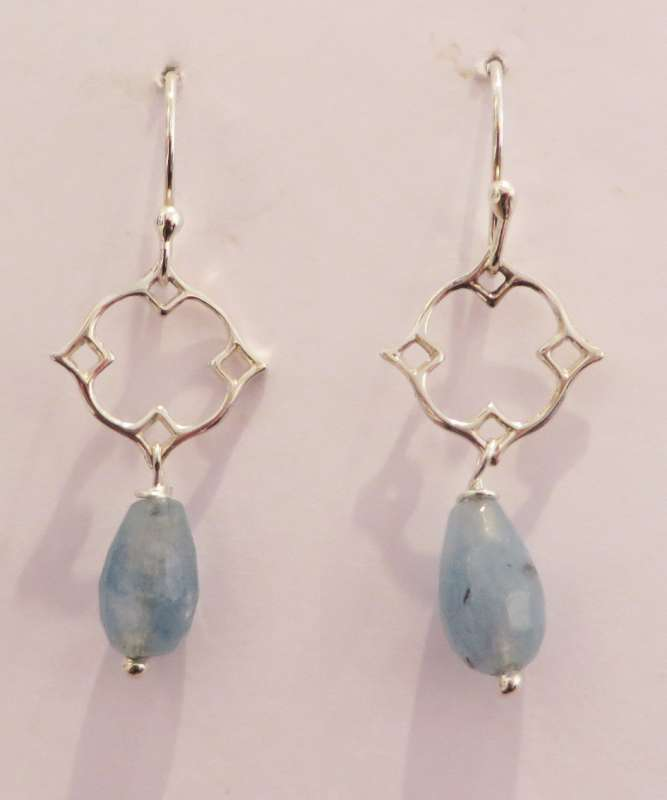 Silver Victoria clover drop earrings (blue stone)