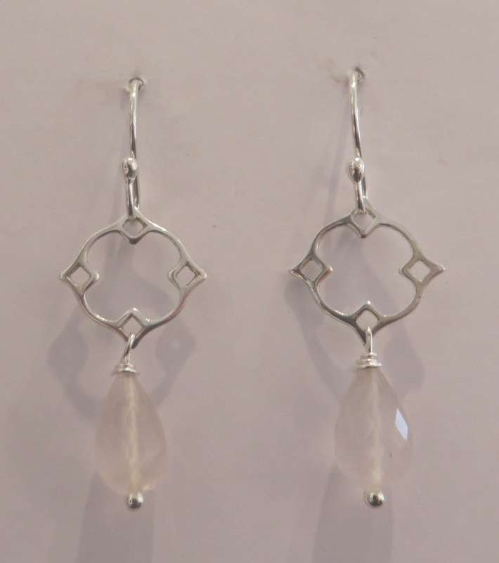 Silver Victoria clover drop earrings (rose quartz)