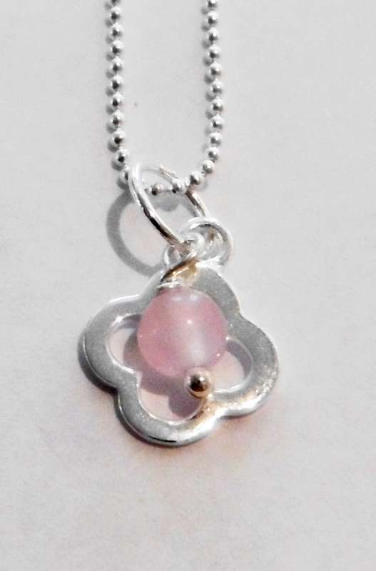 Silver clover pendant with rose quartz