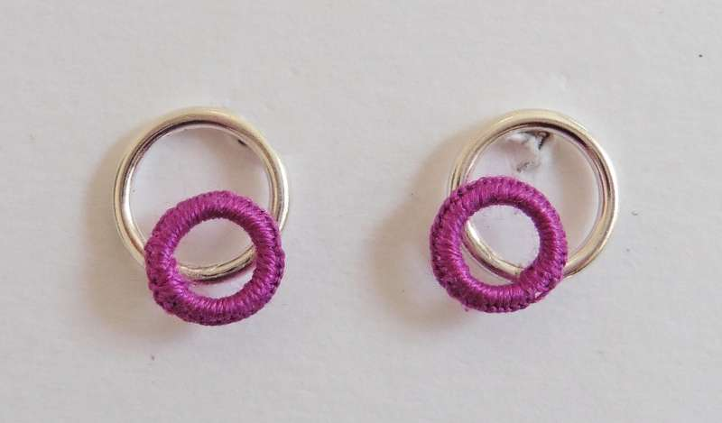 Mid-purple circle stud earrings