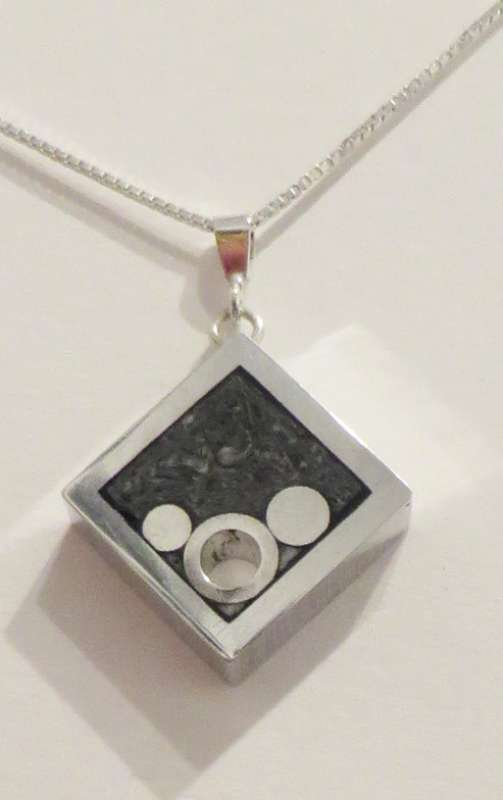 Diamond cool pendant