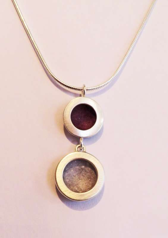 Silver double circle berry/grey necklace