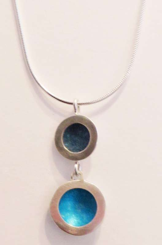 Silver double circle blue necklace