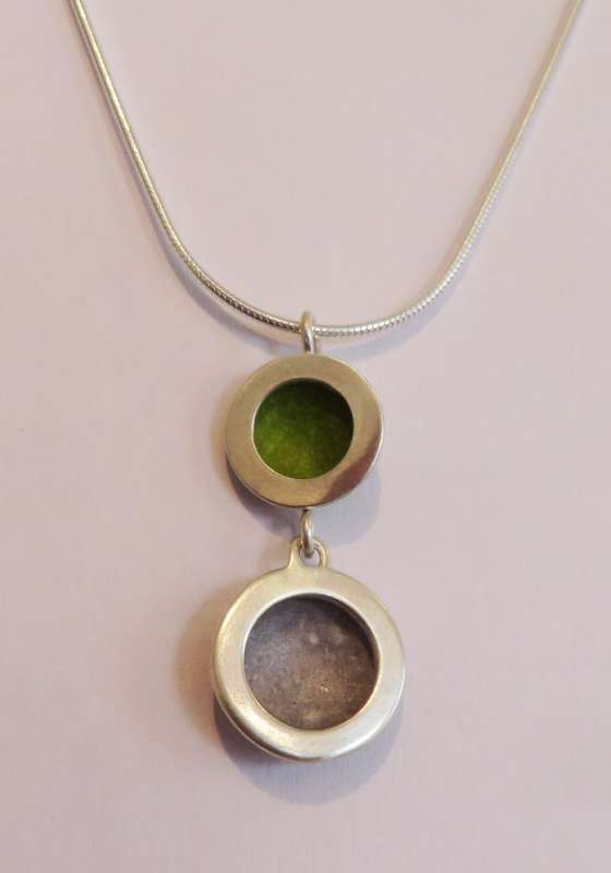 Silver double circle lime green/grey necklace