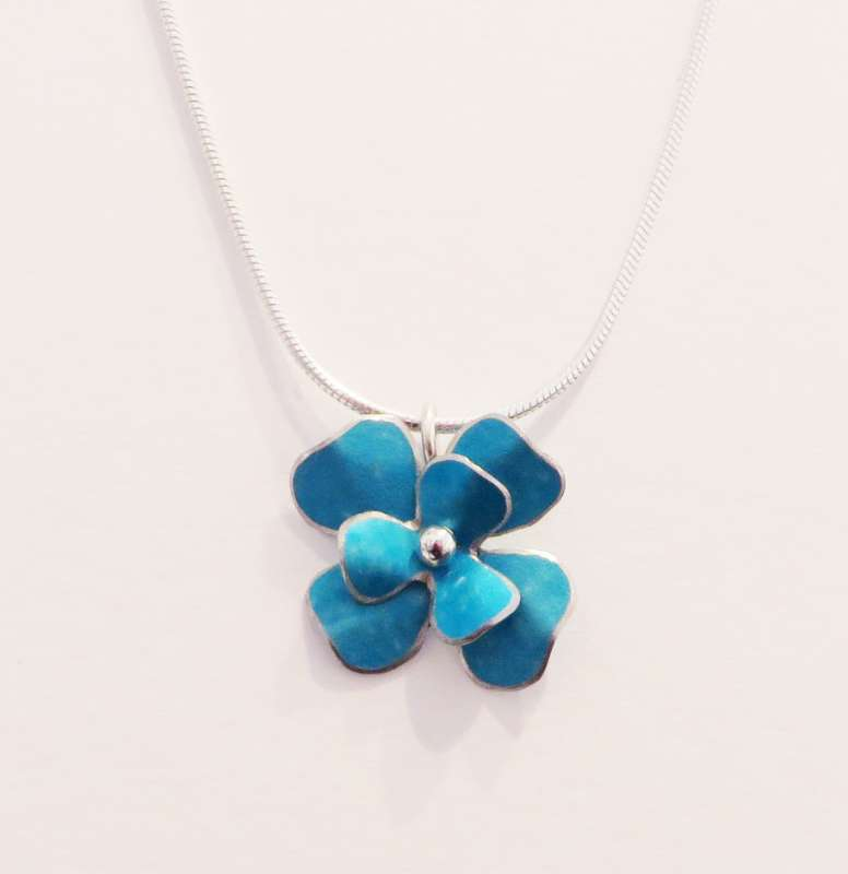 Turquoise rosa flower necklace