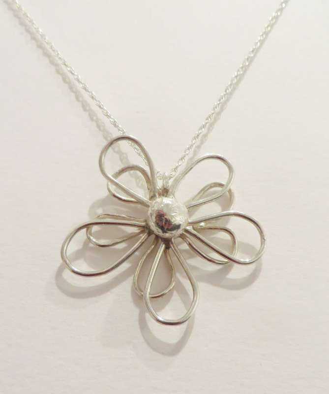Rounded Flower Necklace