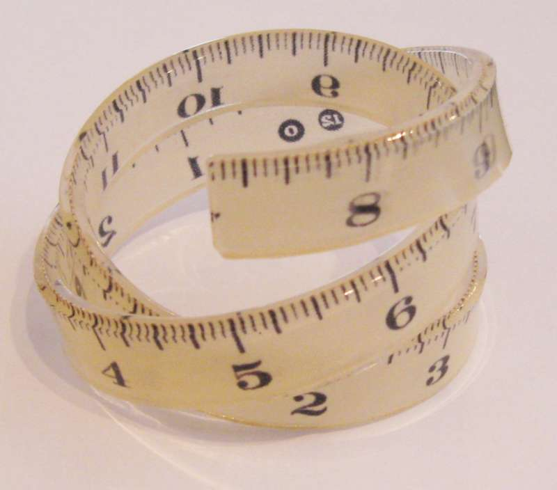 Tape measure spiral cuff - white