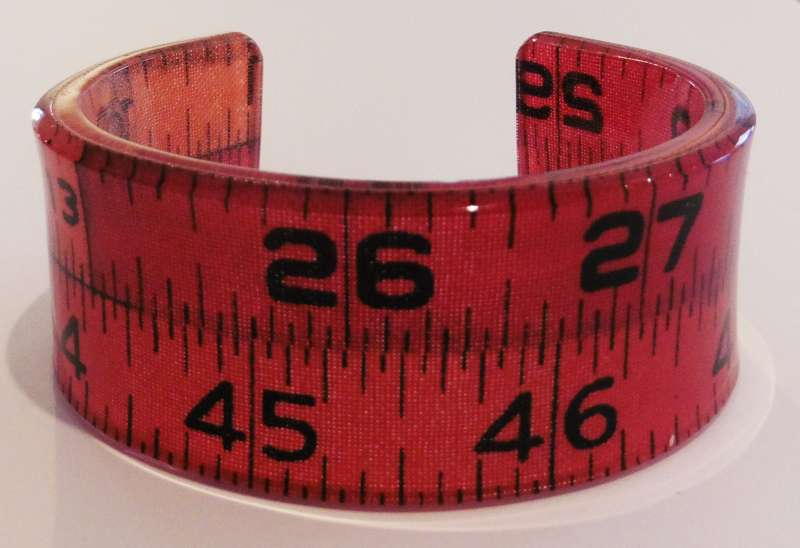 Tape measure double cuff - red