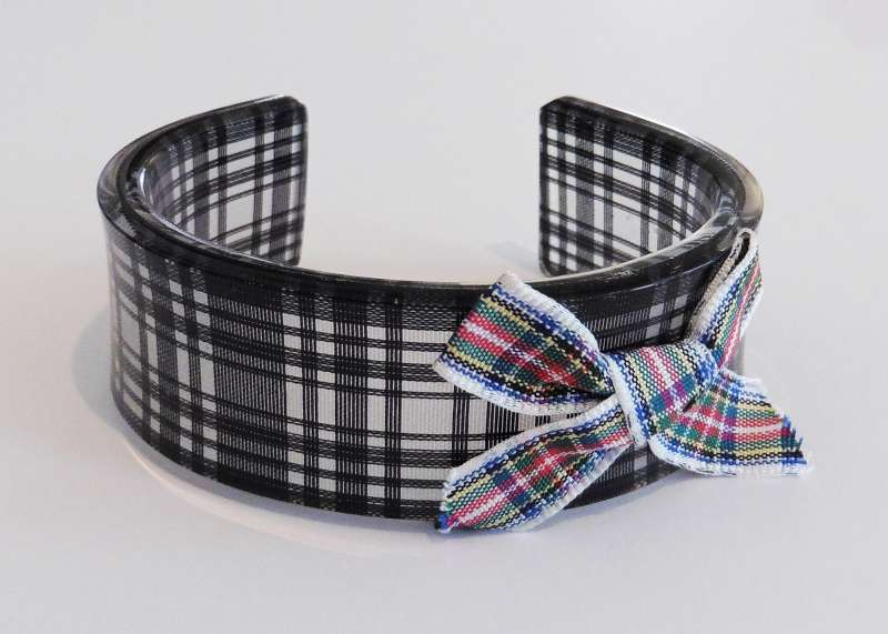 Tartan cuff with bow - black